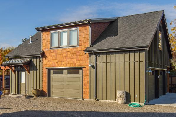 Photo of Garage with Apartment 20-141 - Side Exterior